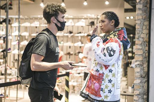 O estilista da NFA montou os artistas do clipe Satisfatório do El Gato na moda gamer